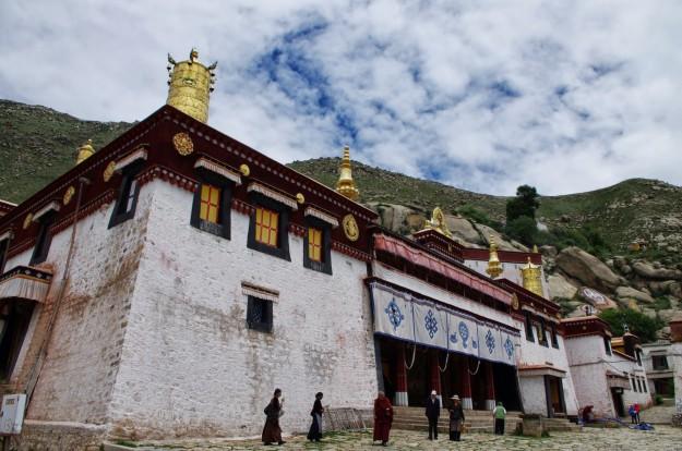 Gandan klosteris, Potalas pils, Lhasas pārvērtības Ķīnas ietekmē.